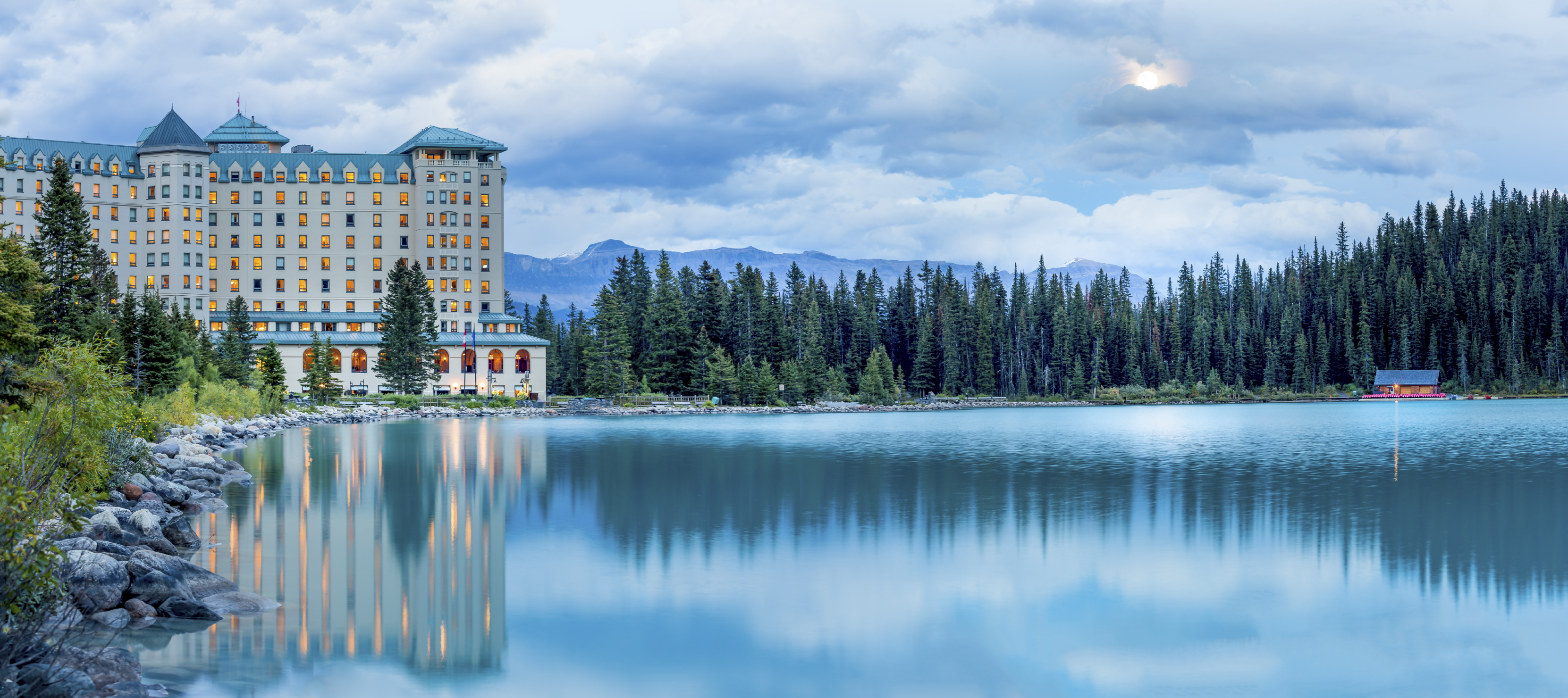 The Picturesque Fairmont Cau Lake Louise