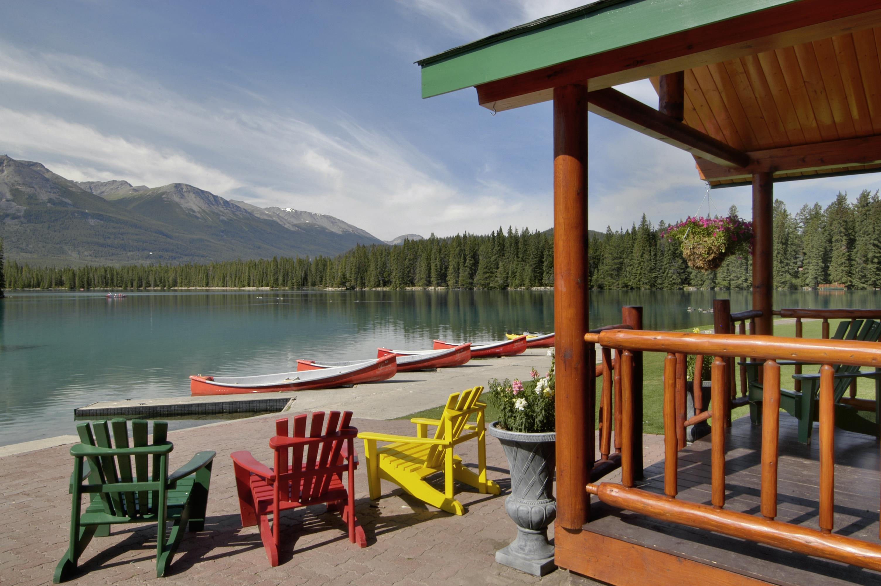 A weekend in the wild at fairmont jasper park lodge for Decore hotel jasper